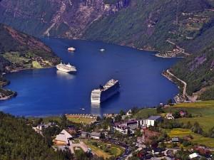 Kreuzfahrtschiffe Geirangerfjord Norwegen