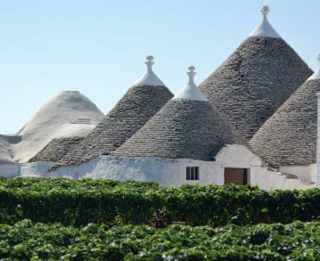 Landausflüge in Bari: Die typischen Trulli-Häuser von Apulien